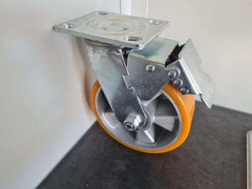 Braked castor wheel